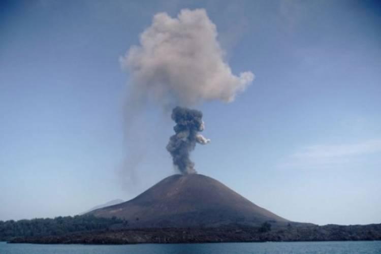 Masih Aman Siaga 3, Gunung Anak Krakatau Sudah Empat Kali Gempa
