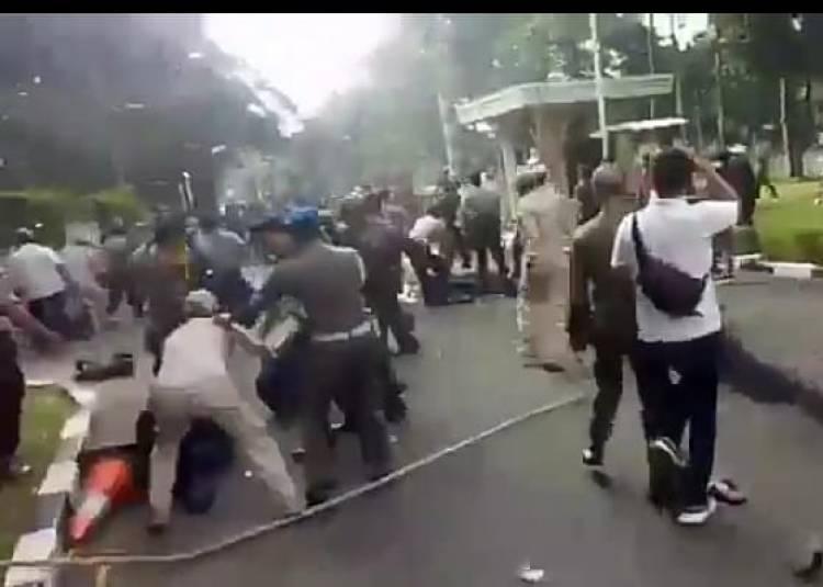 Anggota Satpol PP Tangerang Jadi Tumbal, Dipecat Akibat Pukuli Mahasiswa Saat Demo