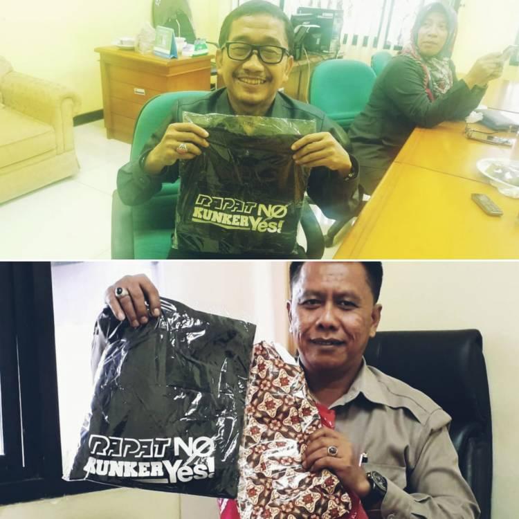 Hadiahi Kaos 'Rapat No, Kunker Yes', Wartawan Anggap Dewan Demen Plesir