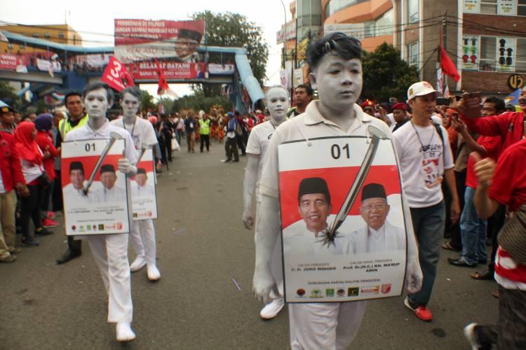 Kampanye di Tangerang, Jokowi Paparkan 3 Kartu Sakti