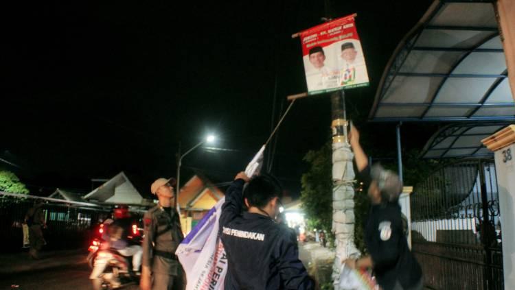 Masa Tenang Kampanye, Bawaslu Kota Tangerang Tertibkan APK di 13 Kecamatan