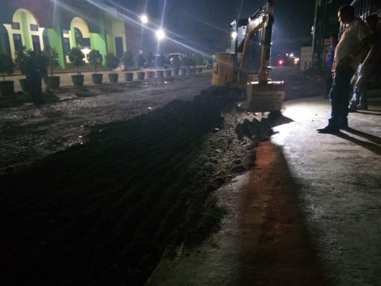 'Sim Salabim' ala WH, Jalan Ayip Usman Pagi Dikeluhkan Warga, Malam Mulus Lagi