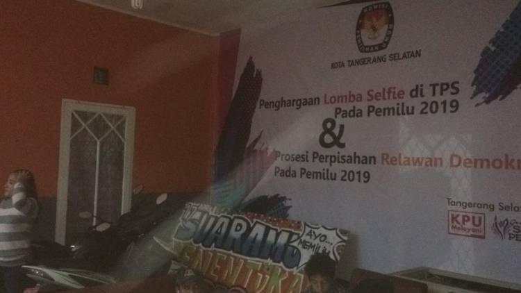 Rekapitulasi Ditunda, Warga: KPU Lambat Kayak Keong