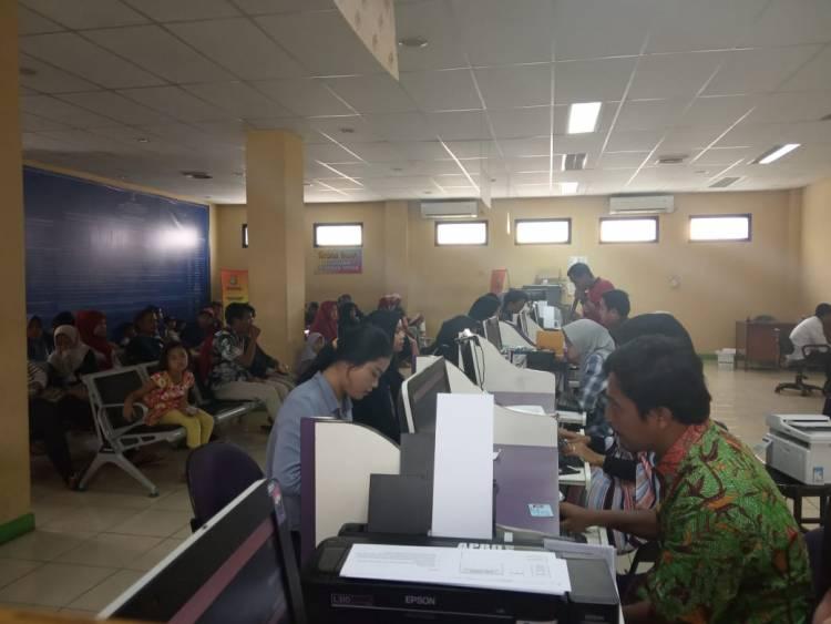 Disnaker Kab Tangerang Diserbu Pemohon Kartu Kuning, Pencaker Keluhkan Pelayanan Lamban