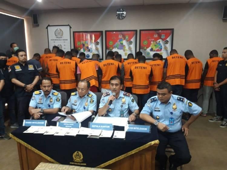 Jaringan Penipu Online Gentayangan, Imigrasi Tangerang Amankan Puluhan WNA