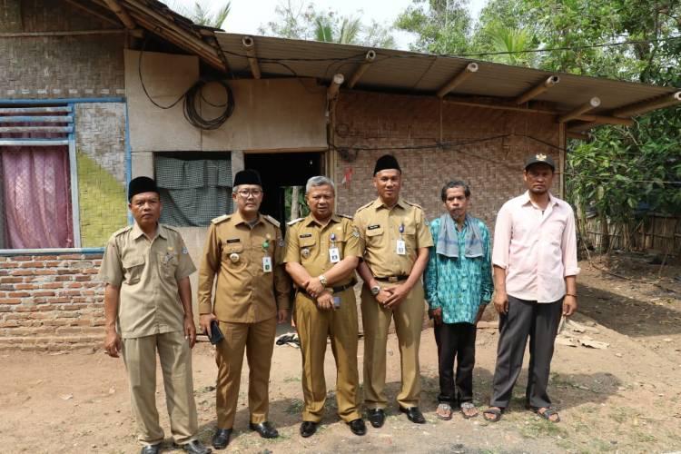 Sakit Lumpuh 3 Tahun Ditinggal Anak Istri, Pria Cisoka Ini Menangis Rumahnya Dibedah Pemkab Tangerang
