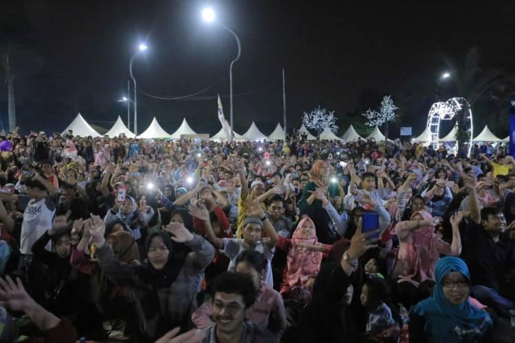 Dibuka Wali Band, Ribuan Warga Padati Lokasi Festival Al A'zhom