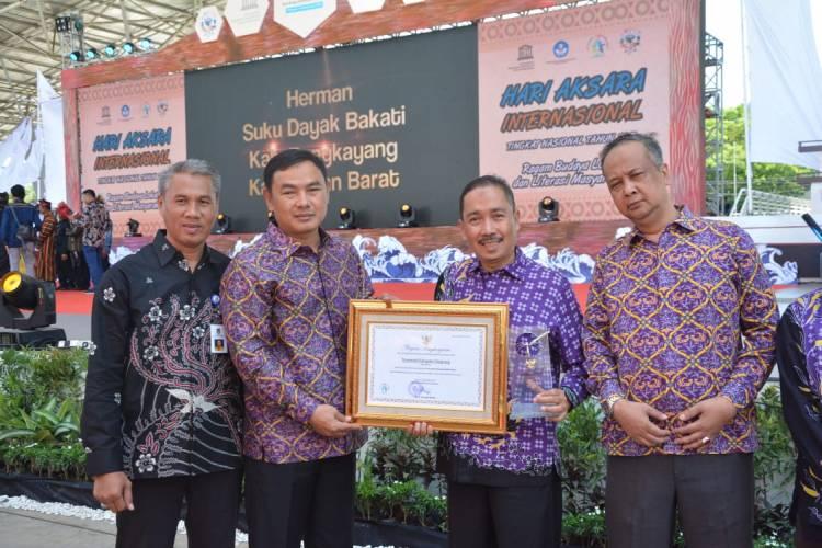 Kabupaten Tangerang Raih Penghargaan Buta Aksara Utama Dari Kemendikbud 2019