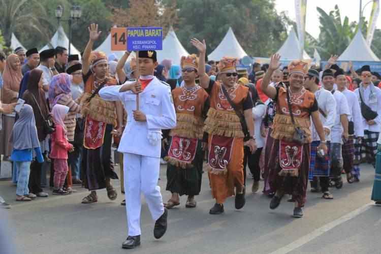 Pemkot Tangerang Gelar Pawai Sarungan Berbalut Adat Nusantara 2019