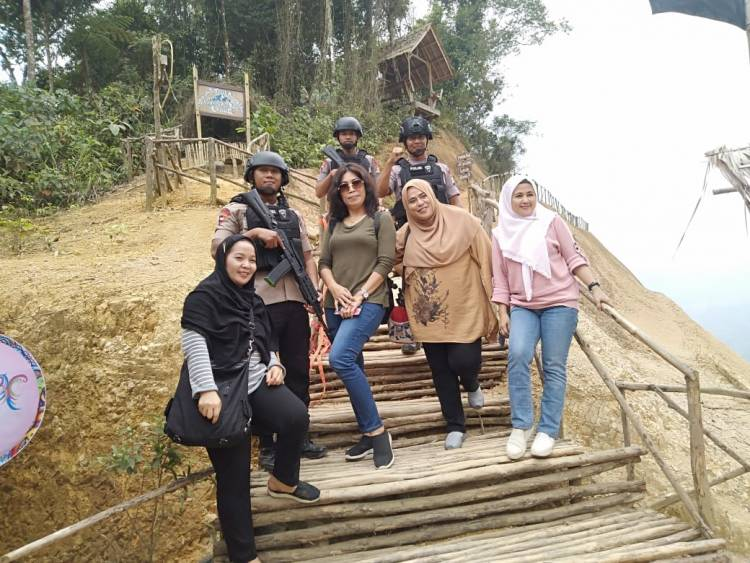 Jadi Primadona dan Banyak Pengunjung, Brimob Banten Patroli Rutin di Negeri Diatas Awan
