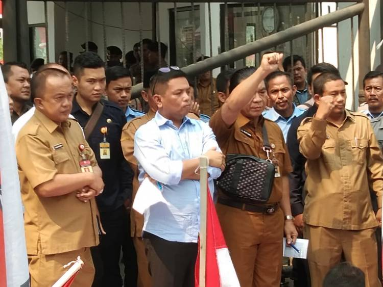 Temui Pendemo Bareng Sekda Banten, Andra Soni Soroti Kesejahteraan Petani dan Nelayan
