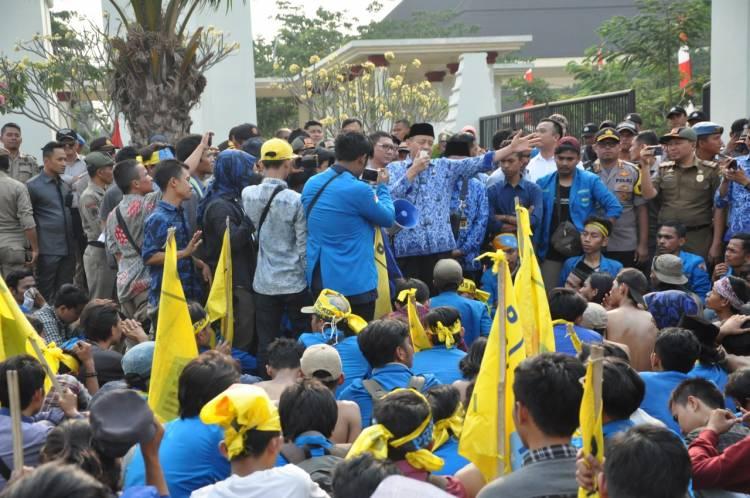 Tak Alergi Kritik, Gubernur WH Temui Langsung Demo Mahasiswa
