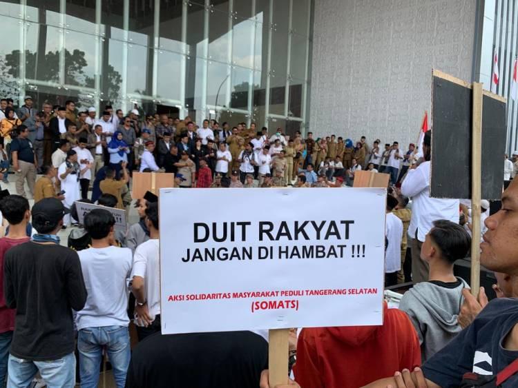 Somats Demo DPRD Tangsel, Desak Uang Rakyat Jangan Dihambat