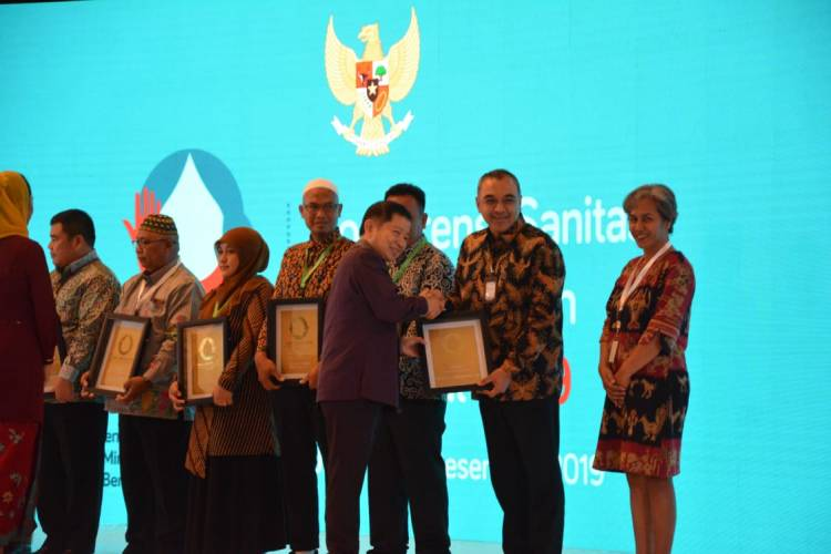 Suistainable Soal Sanitasi, Bupati Zaki Diganjar Penghargaan Khusus oleh Bappenas