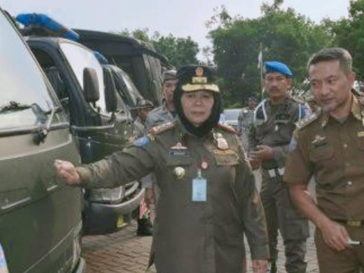 Copot Baliho Serampangan, Satpol PP Tangsel Dinilai Tebang Pilih