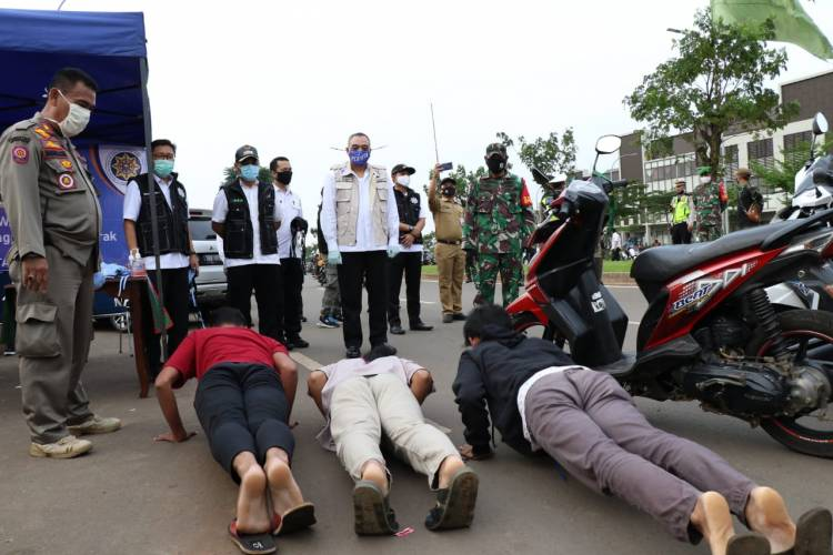 Bupati Zaki Beri Hukuman Push Up Pelanggar PSBB di BSD City