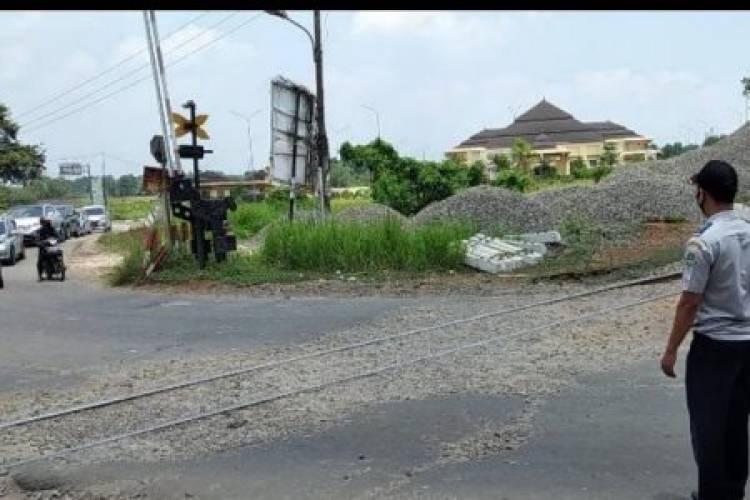 Sudah 4 Bulan Palang Pintu Rel KA di Pakupatan Serang Rusak, Kinerja Anak Buah Gubernur WH Lelet