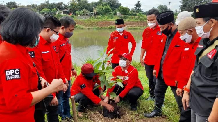48 Tahun Usia Partai, PDIP Tangsel Tanam Pohon & Bagi-Bagi Tumpeng ke Masyarakat