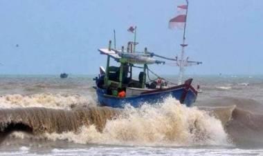 Gelombang Tinggi, Nelayan Di Pesisir Banten Dihimbau Tak Melaut