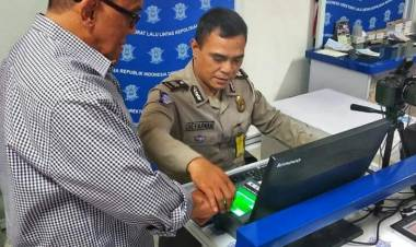 Berikan Layanan Prima, ARB Puji Pelayanan Satpas SIM Daan Mogot