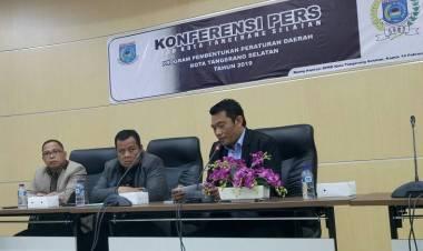 Dengan Muka Sedih, Ketua DPRD Tangsel Minta Maaf Pada Wartawan