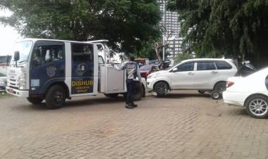 Parkir Sembarangan, Puluhan Mobil Diderek Dishub
