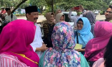 Maju Jadi Balon Walikota Tangsel, Muhamad Dikerubungin Emak-Emak
