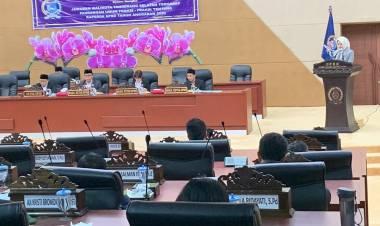 Rapat Paripurna DPRD Tangsel, Airin Sampaikan Jawaban Terhadap Pandangan Fraksi