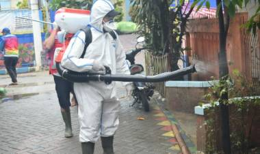 Antisipasi Penyakit Pasca Banjir, PMI Kota Tangerang Semprot Disinfektan