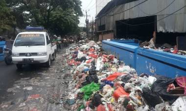 Walikota Tangerang Ngomel Banyak Warga Tak Tertib Buang Sampah