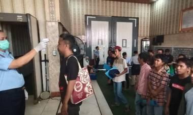 Pandemi Corona Bawa Gembira, 56 Napi Lapas Pemuda Tangerang Dibebaskan