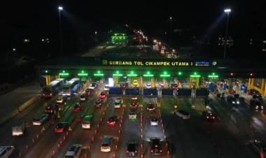 Libur Idul Adha, Tol Jakarta-Cikampek Padat Imbas Banyak Pemudik