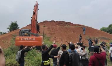 Eksekusi Lahan Tol JORR II Ricuh, Alat Berat Dilempari Batu