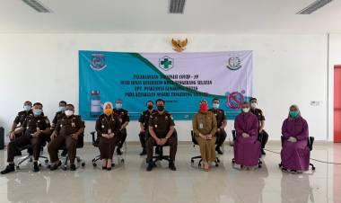 Menuju Indonesia Sehat, Kejari Tangsel Lakukan Vaksinasi Covid-19