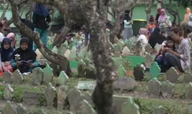 Bupati Tangerang Sebut Larangan Ziarah Kubur Tidak Dapat Diterapkan, Kenapa ?