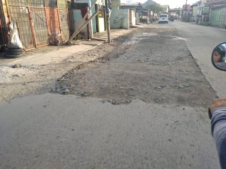Pemkot Tangerang Diminta Jangan Cuek Terhadap Jalan Rusak di Cipondoh