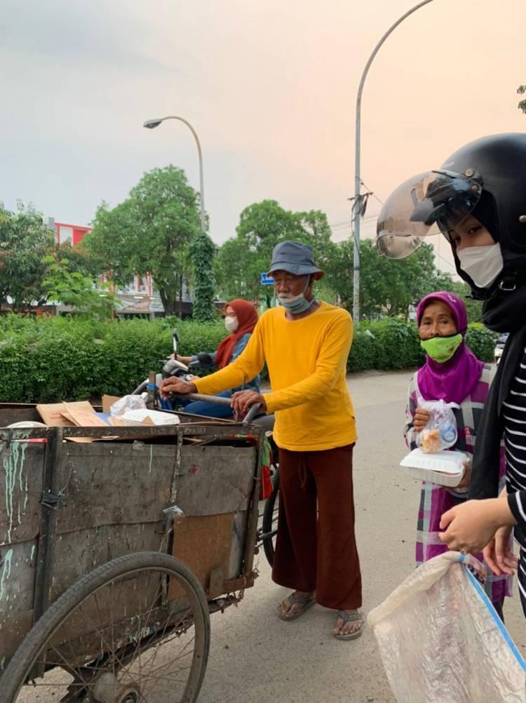 Gaungkan #10KSeminggu, Komunitas Gebar Tangerang Bagikan Ratusan Takjil