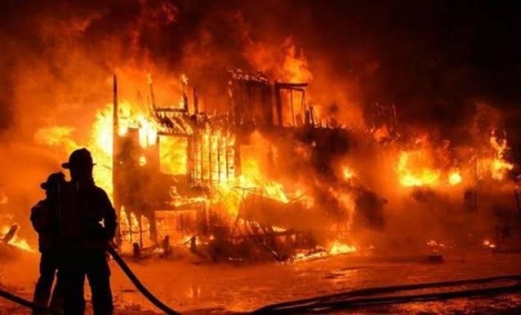 Kebakaran Pabrik Kembali Terjadi, 3 Gedung Pergudangan di Kosambi Habis Dilalap Api