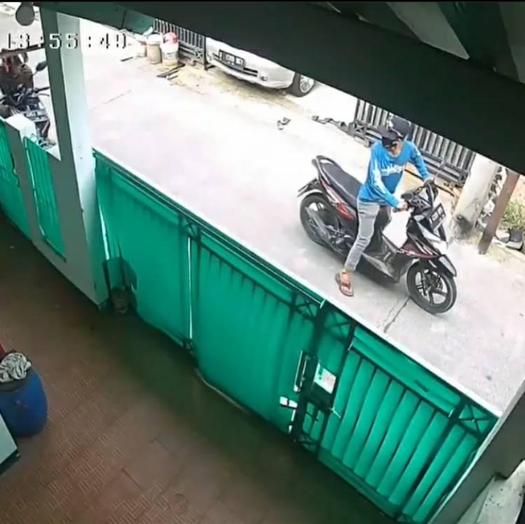 Ini Kronologi Pencurian Motor di Medang Lestari yang Terekam CCTV