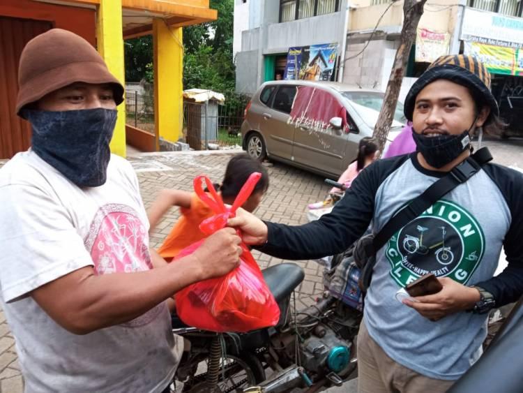 Minion Ciledug Bagi Sembako dan Santunan Kepada Anak Yatim dan Warga di Wilayah Tangerang