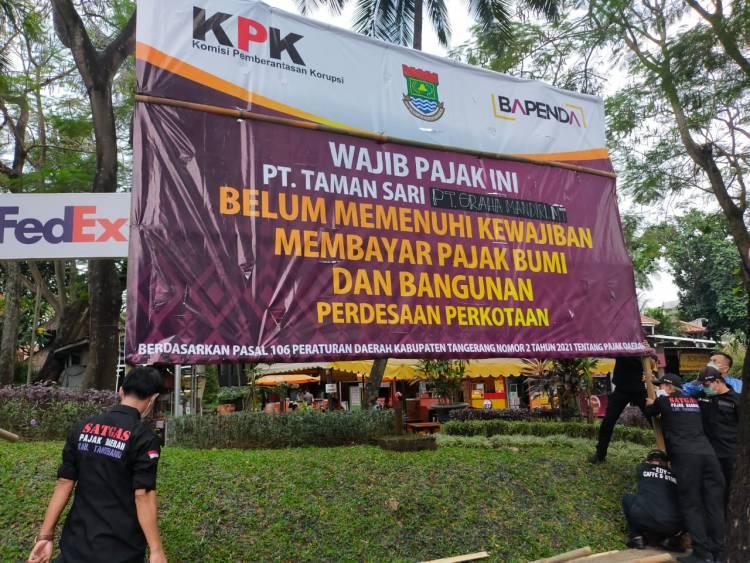 Nunggak Pajak Hingga 3 Miliar, Pemkab Tangerang Tagih PT Taman Sari Lewat Baliho
