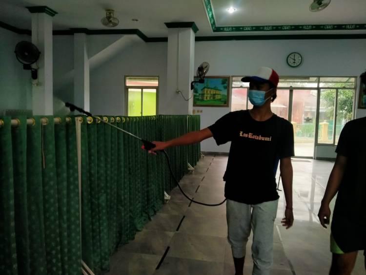 Belasan Warga di Perumahan Pondok Sejahtera Positif Covid-19, Karang Taruna  Sigap Semprot Disinfektan