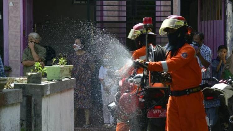 24 RW di Kecamatan Benda Baru Disemprot Disinfektan, Lurah : Semoga Masyarakat Paham Bahaya Corona