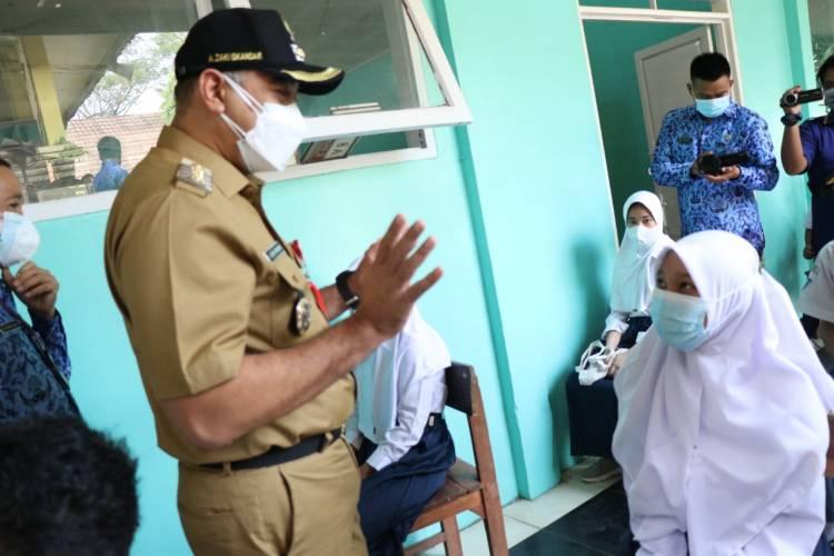 Tinjau Pelaksaan Vaksinasi Untuk Anak Sekolah, Bupati Zaki : Kita Siapkan 100 Ribu Dosis Vaksin