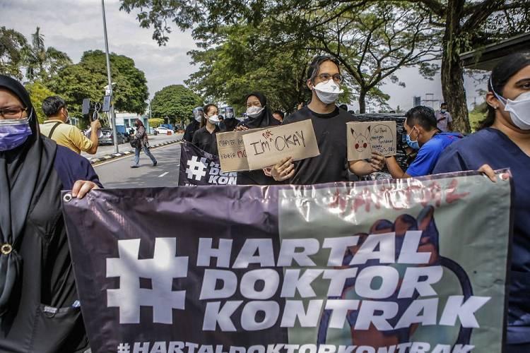 Minta Jadi Dokter Permanen, Ratusan Dokter Muda Gelar Aksi Demo dan Mogok Kerja
