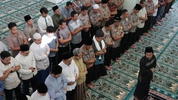 Warga Binaan Rutan Kelas 2B Serang Gelar Shalat Gaib dan Doa Bersama untuk Korban Kebakaran di Tangerang